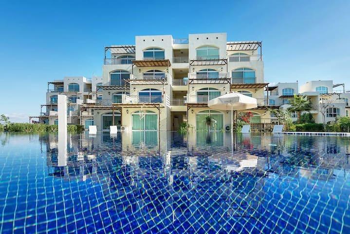 Spacious beachfront apartment near the sea!