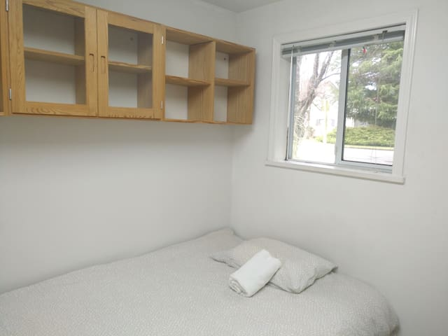 B1 cozy room  near richmond centre