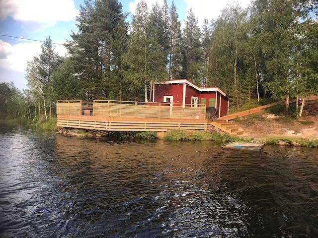 Lugnt område vid vattnet.6 km från sveg