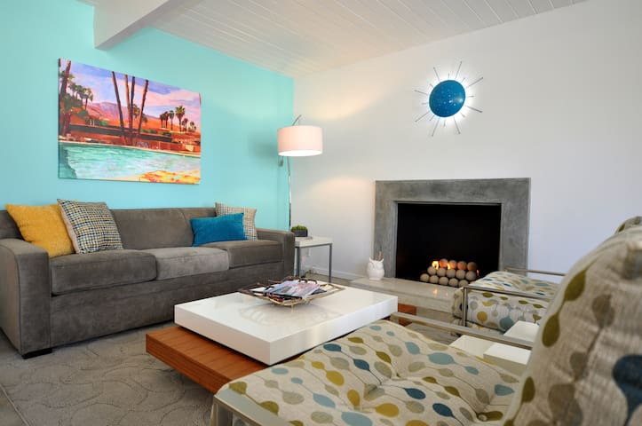 Light & Bright Mid Century Modern Bungalow - Palm Springs - Bungalow