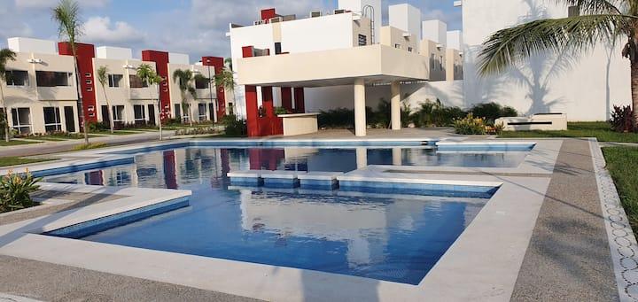 Casa sola en Acapulco Diamante, Playa a 5 min.