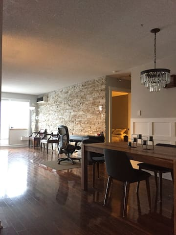 luxury condo 15minutes from downtown parking free - Montreal - Apartamento