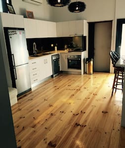 A charming apartment close to cafes and the beach. - Williamstown - Apartament