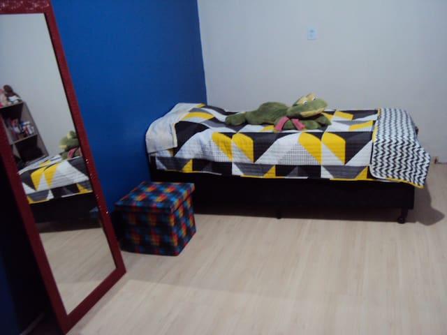 2 quartos com acomodação para três pessoas