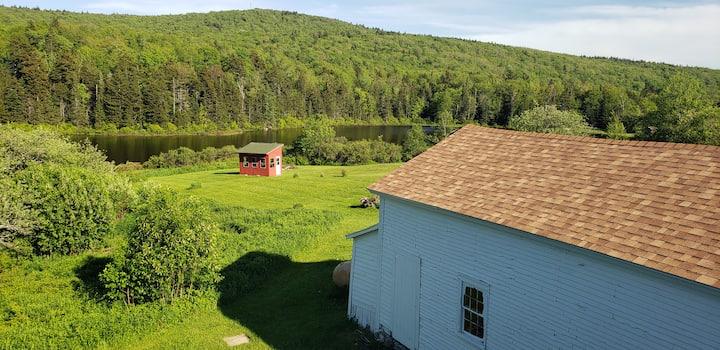 Gorgeous Lakeside Farmhouse