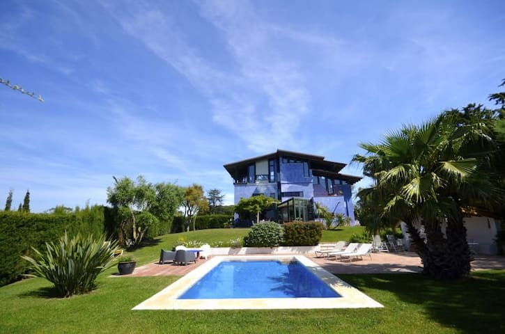 Fantastic detached house with panoramic views located in quiet residential area about 5 km - Begur - Hus