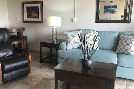 Maui Banyan -1 bd/2bath. Split AC! Steps to beach!