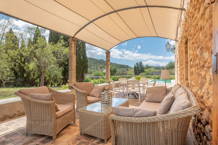 Secluded Villa with Pool, Wi-Fi, Air Conditioning and Terrace; Parking available