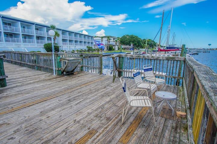 Waterfront Property - Studio!  Off-Season deal!