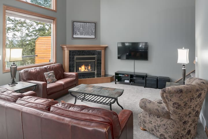 Marble Canyon 4 Bedroom Luxury Townhome: Unit 202 P2- Mountain & Golf Course View