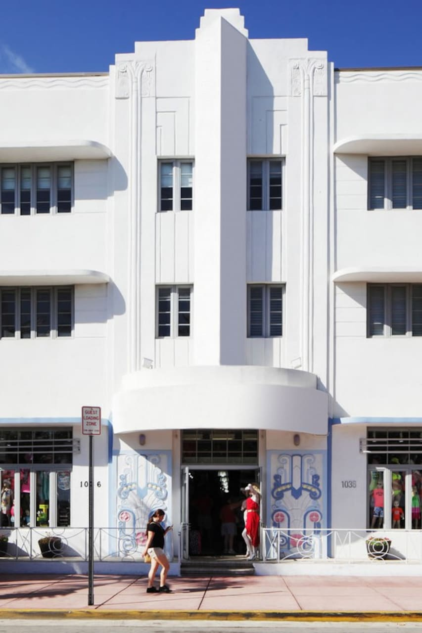 South beach food art deco tour airbnb for Cuisine art deco