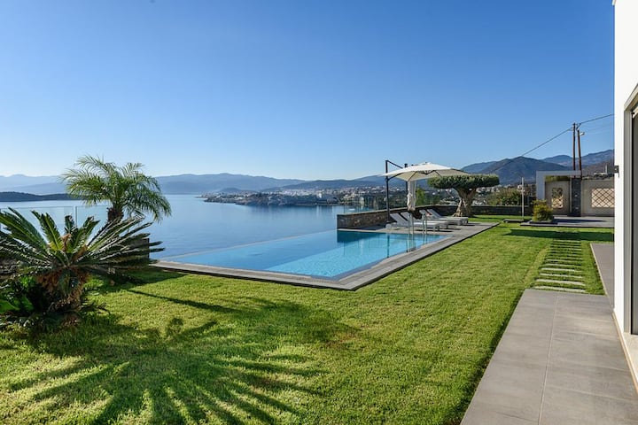 Bay View Villa in Agios Nikolaos