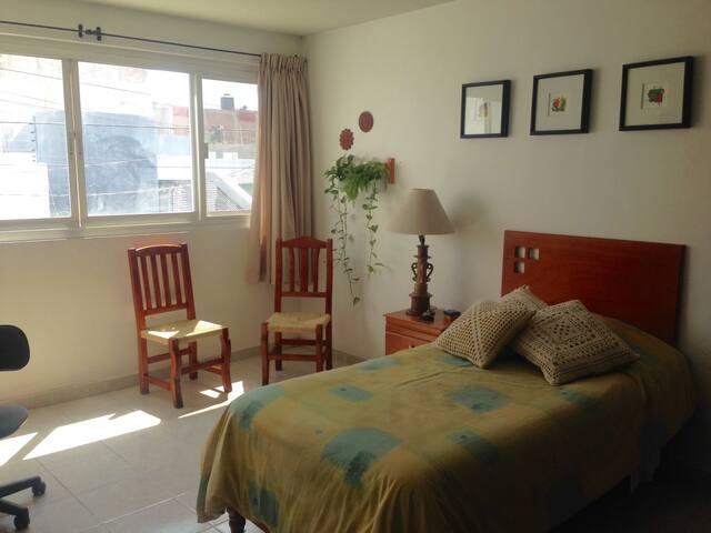 Cómoda habitación individual o doble, con baño - León - Casa