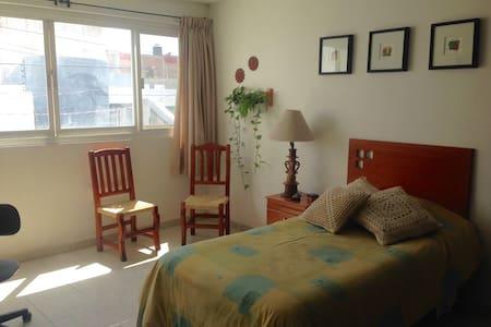 Cómoda habitación individual con baño exclusivo - León