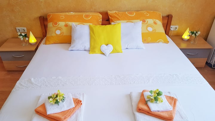 Sweet little room Orange with sea view terrace ...