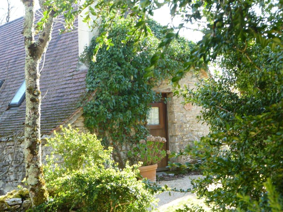 Une petite maison en pleine nature maisons louer for Maison en pleine nature