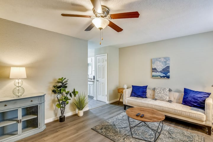 Anchor by Pleasure Pier #2: Updated Condo Community, Heart of the City