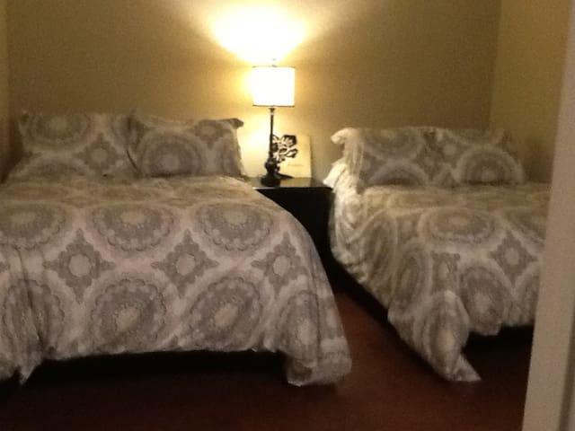 2 fulls in one bedroom