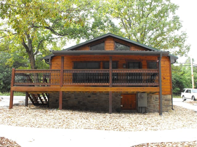 LOG CABIN RETREAT steps from the water #24