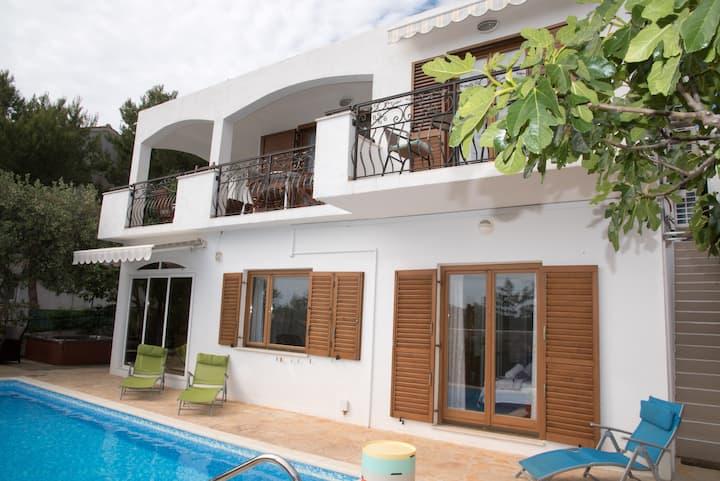 "Villa ""Katarina""-  private pool &spa+boat voucher"
