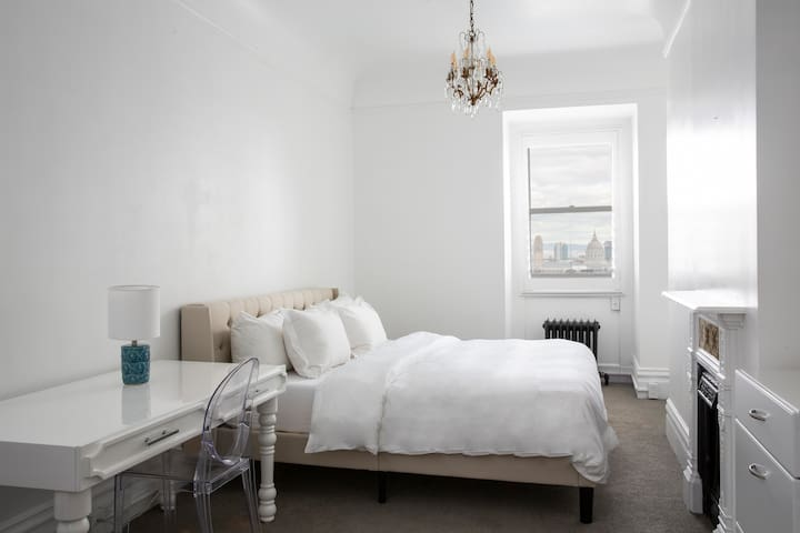 Archbishop's Mansion | Airy Guest Room | 1 Bed