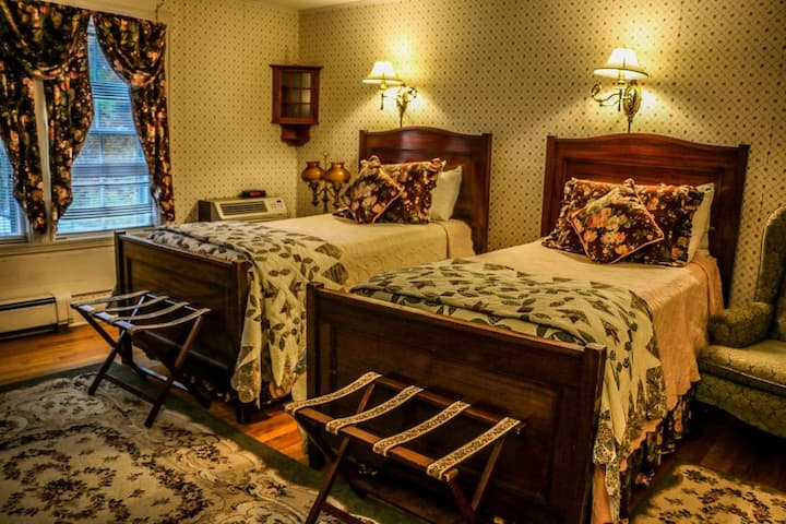 Eliza · Main house room with two Twin beds and bathtub in Historic Cornell Inn B&B -
