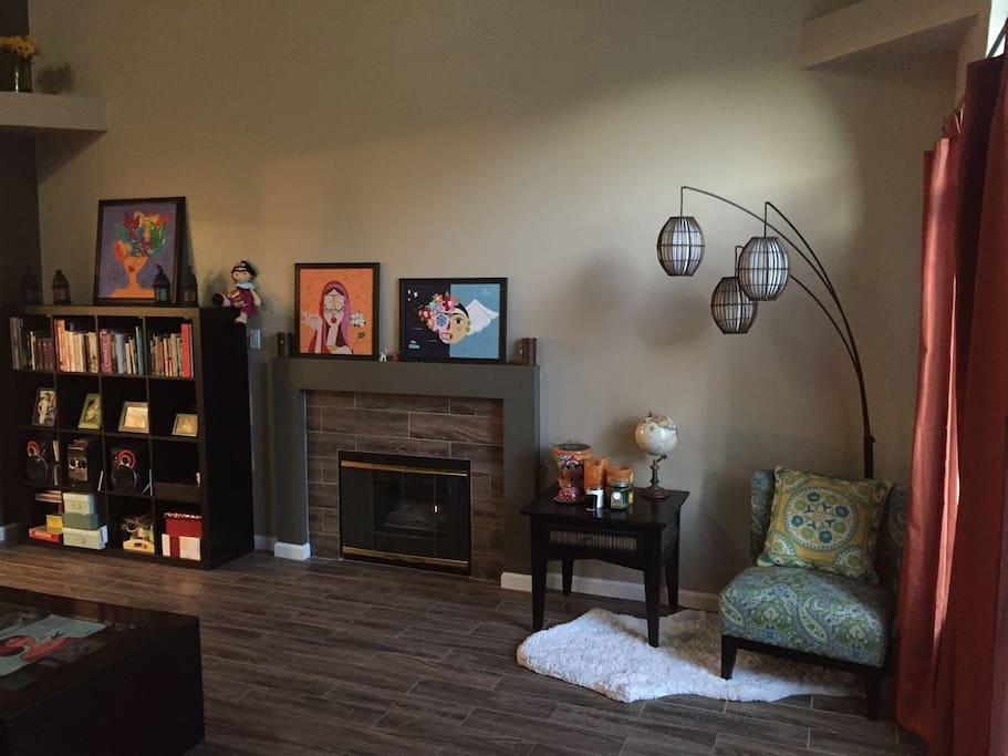 Sharing livingroom NO TV but books!
