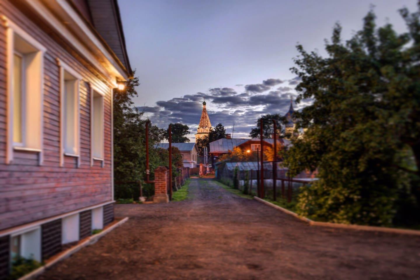 Дом располагается в сотне метров от Суздальского кремля