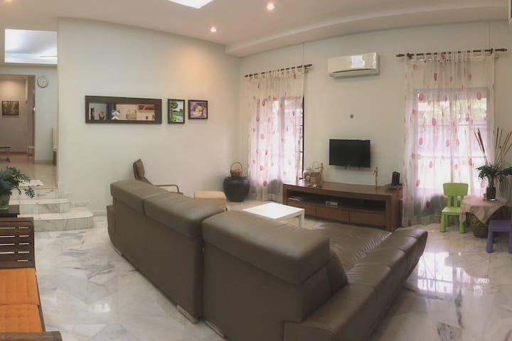 ECOZY Homestay || Like your home. - Kuala Lumpur - Huis