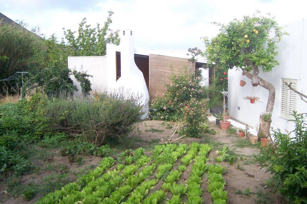 la casetta e giardino
