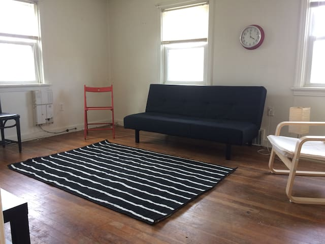 Brookline Cozy-2ndFL-Free-parking, No Cleaning Fee