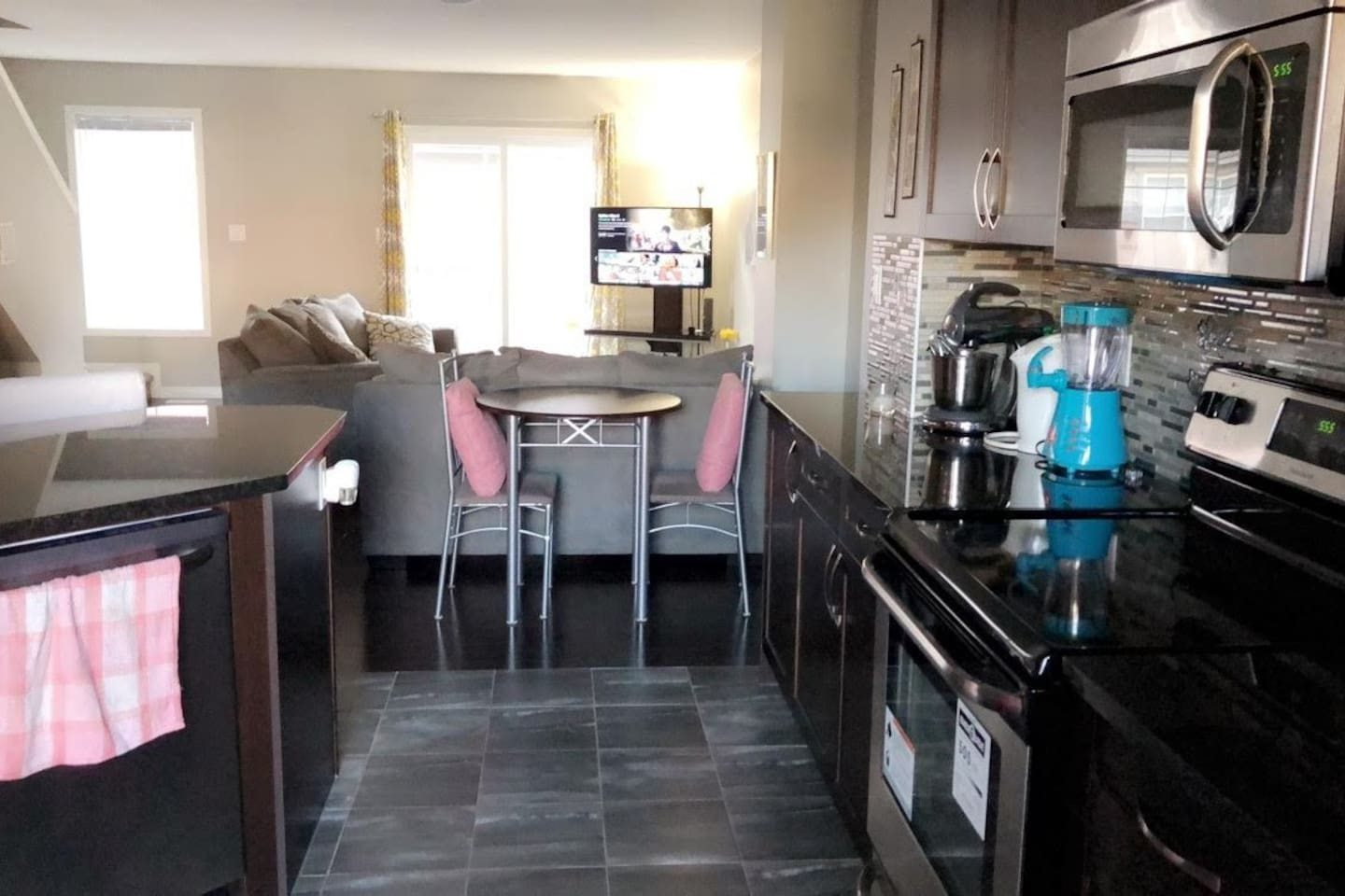 Private Bedroom2 ,close to Airport,Nisku & Leduc