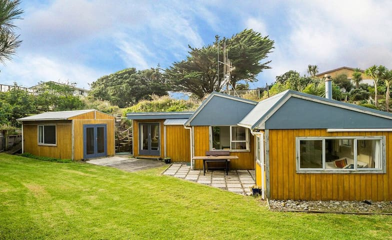 Lovely sunny home by the beach - Otaki Beach - Huis