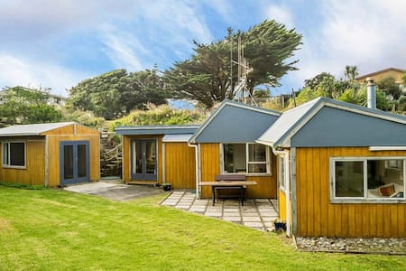 Lovely sunny home by the beach - Otaki Beach - Hus