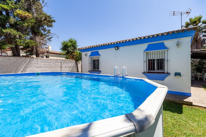Air-Conditioned Home with Pool, Terrace, Garden & Wi-Fi ; Pets Allowed