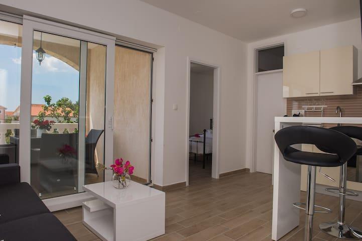 Moderni apartman s 4 zvjezdice-Kartelo