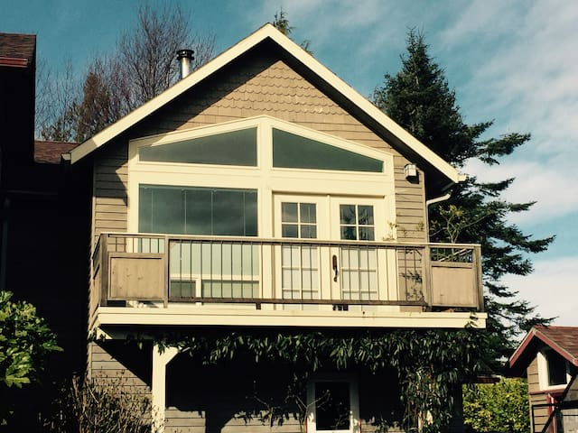 Anacortes Loft **Gateway to the San Juan Islands**