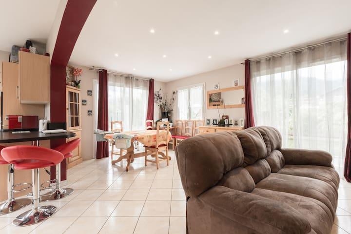 2 chambres dans une villa avec jardin - Marnaz