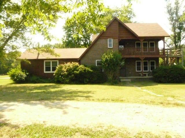 Ferncliff Retreat House on 30 acres - Paron