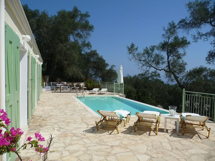 Panos House sleeps 2-8 in sleepy Hamlet nr Loggos