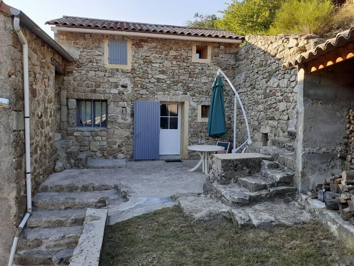 Les Terrasses de Collanges dans un hameau typique
