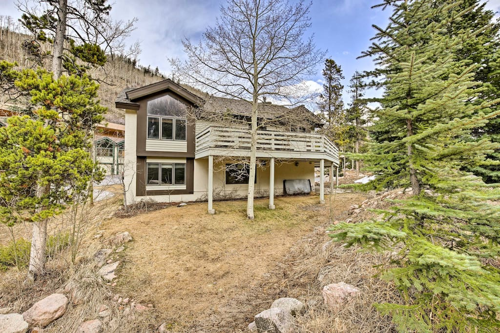 Panoramic mountain views welcome you to your 2,000-square-foot home.
