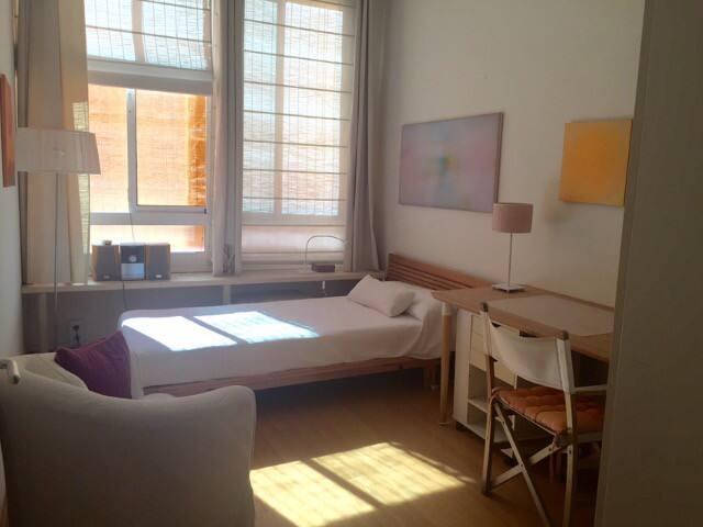 Encantadora habitación muy bien comunicada - L'Hospitalet de Llobregat - Apartamento