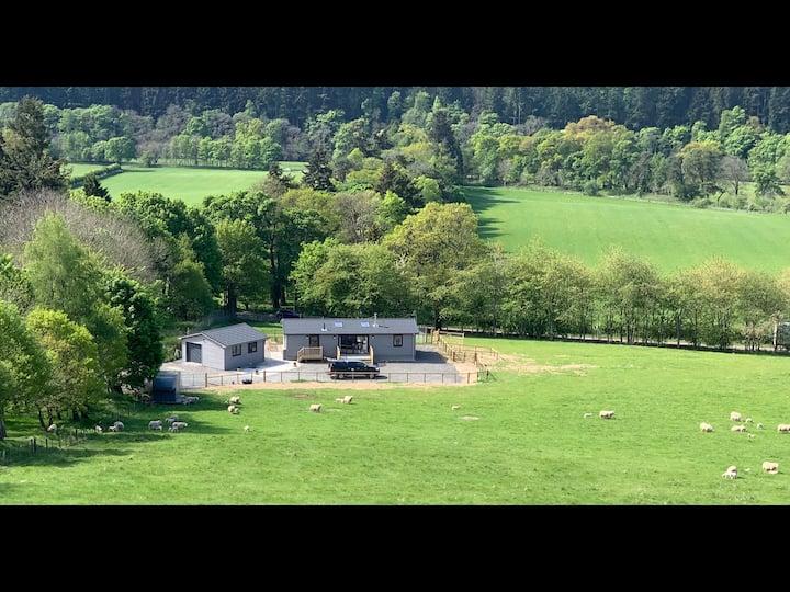 "Smiddyhill Lodge ""Luxury 2 bedroom wooden cabin"""