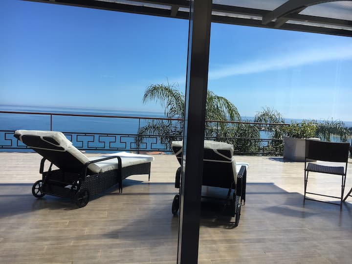 *LUXURY* VILLA VITTORIO TAORMINA, ETNA & SEAVIEWS