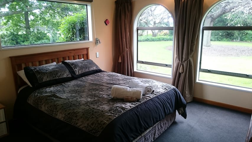 Willowbank Guest Room with Ensuite