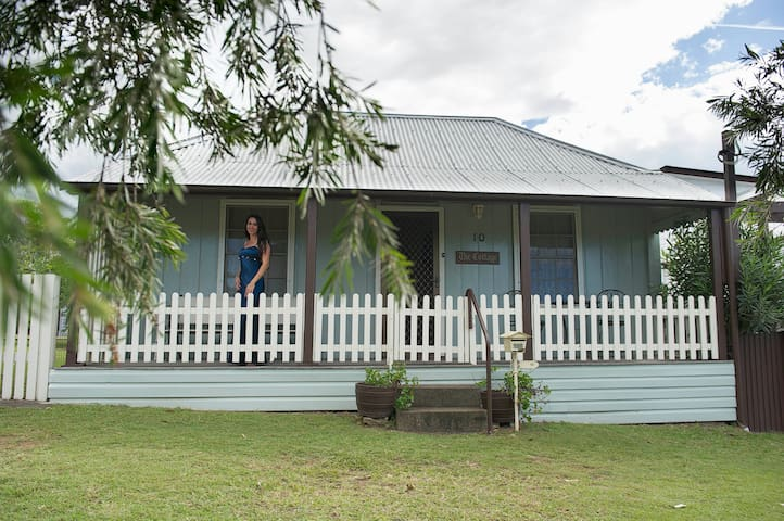 Tinonee Cottages ~ The Cottage *Romantic*