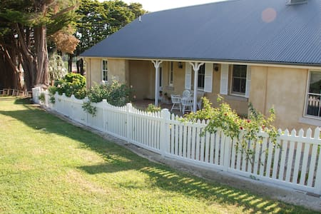 Hillside Cottage ..historic cottage - Berrima - Dom