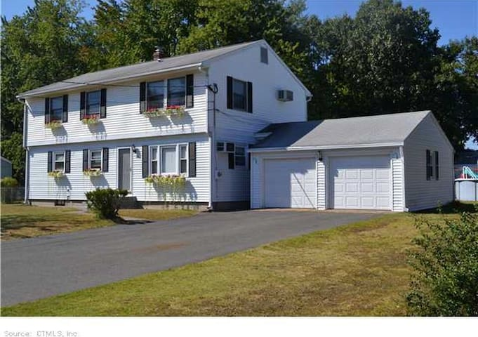 Charming colonial in New England!! - Windsor Locks