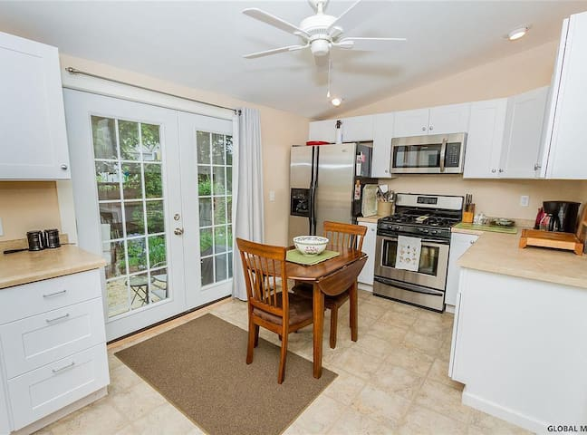 Updated Historic Home close to Downtown Saratoga!
